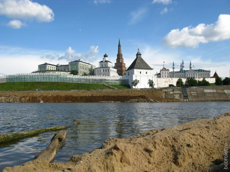 Вид Кремля со стороны реки Казанка