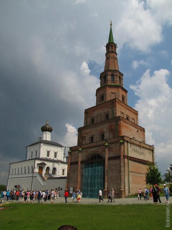Башня Сююмбикё и Дворцовая церковь