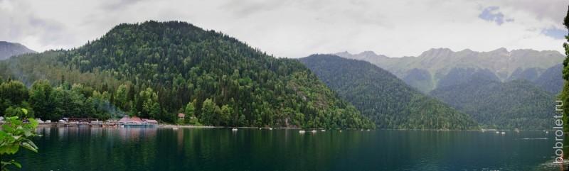 Озеро Рица является одним из природных чудес Абхазии.