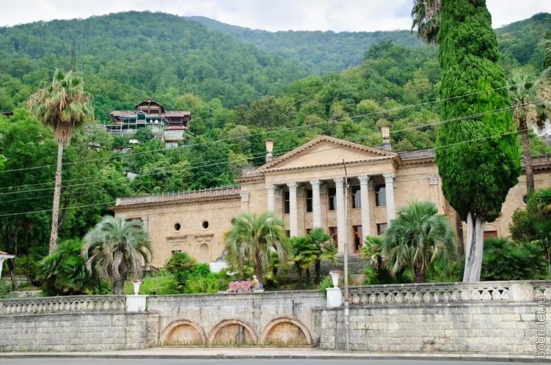 """Все исторические достопримечательности расположены в северо-западной части города, так называемой """"Старой Гагре""""."""