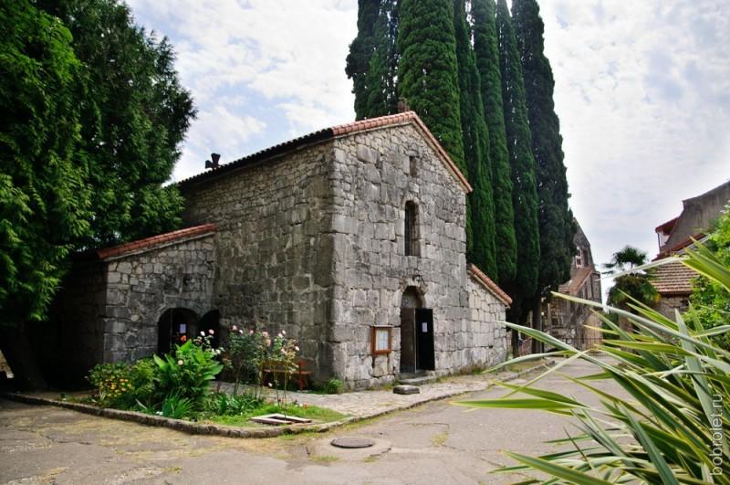 Крепость Абаата с церковью Покрова Пресвятой Богородицы.