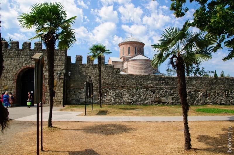 Крепость, небо, пальмы. Красивое местечко.