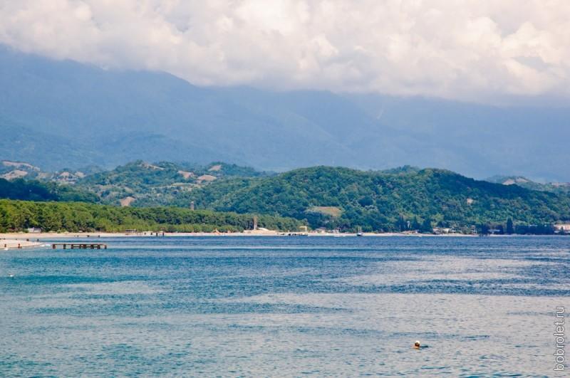 Вид с пирса на восточное побережье.