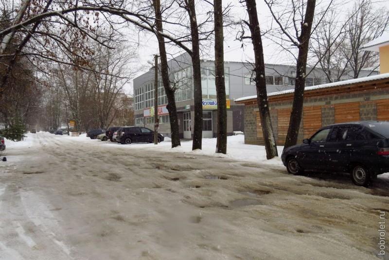 От центральной улицы Ржева (Б.Спасская) перпендикулярно отходит целая сеть улочек помельче. Это улица Максима Горького в полушаге от перекрёстка с Большой Спасской.