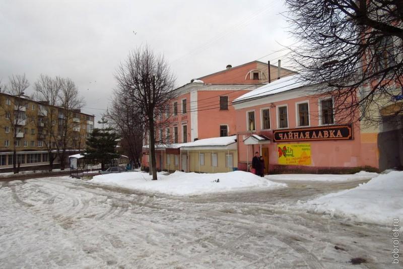 Площадь Коммуны - в самом центре исторической части города, с памятником герою Отечественной войны 1812 года А.Н.Сеславину (памятник на этой фотографии отсутствует. Здесь пост про снег).