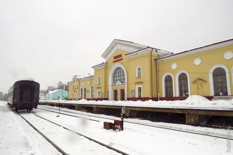Начинается главная городская магистраль от железнодорожного вокзала РЖЕВ-Балтийский (или Ржев-2).