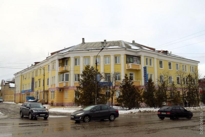 """Есть и такой """"представительный"""" дом..."""