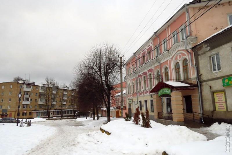Площадь Коммуны, на которой заканчивается Большая Спасская улица.