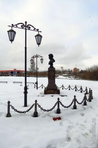 Памятник А.Н. Сеславину, здесь же.