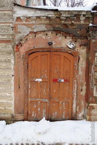 ... закрытыми навсегда дверьми...