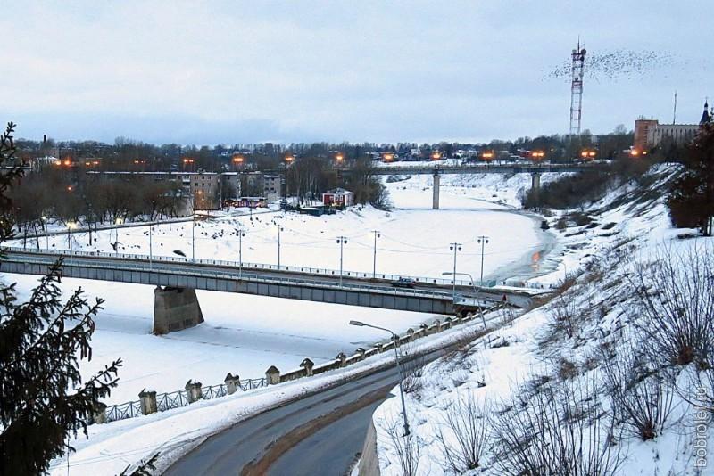 Оба ржевских моста через Волгу - старый и новый.