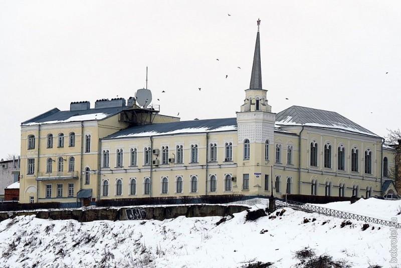Бывший особняк Рябушинских на Пушкинской набережной, занимаемый ныне различными организациями.