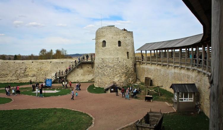 Картинки по запросу изборская крепость