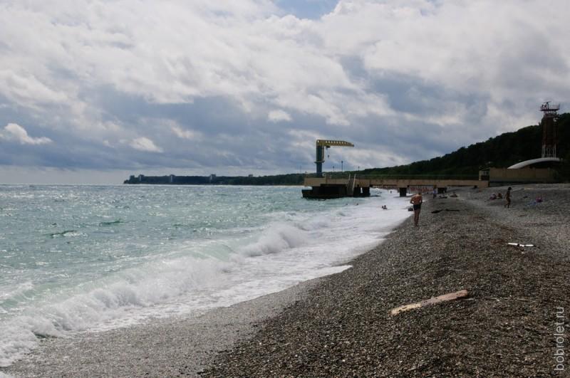 Во время шторма волнами сильно относит от берега, мирно покачаться на волнах не вышло.