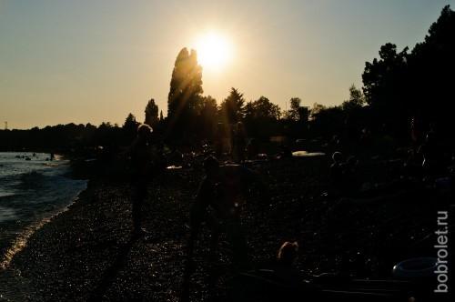 Солнце садится за линией суши, так что снять морской закат не получится.