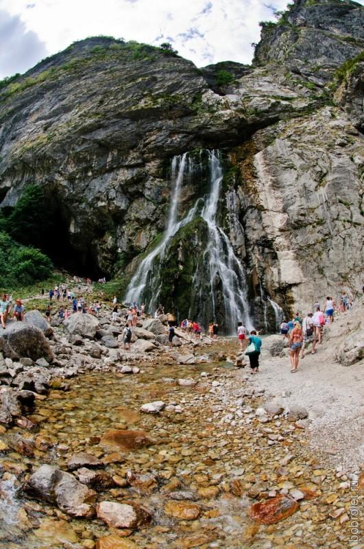 Протяженность пещеры, по которой течет река, составляет 315 метров.
