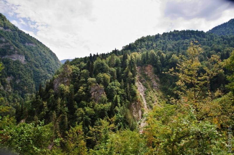 Величие и безмолвие гор впечатляет.