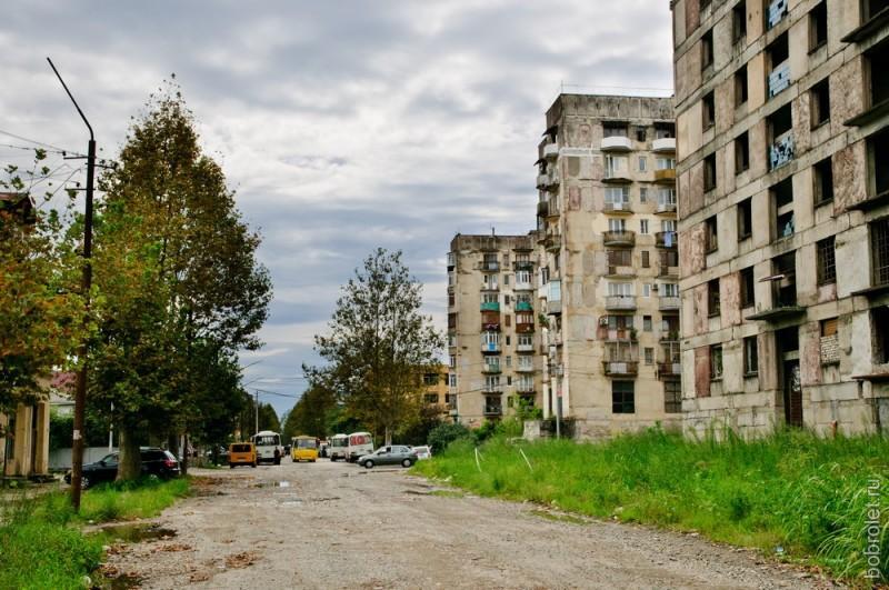 Улица в западной части города.