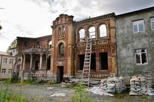 Ремонтируют школу.